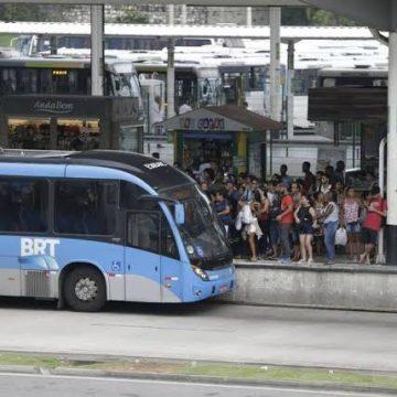 BRT: prefeitura estuda trocar vidro das estações por tijolos e catracas