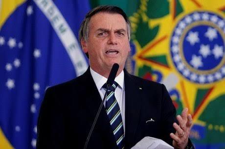 Bolsonaro comemora queda no risco país