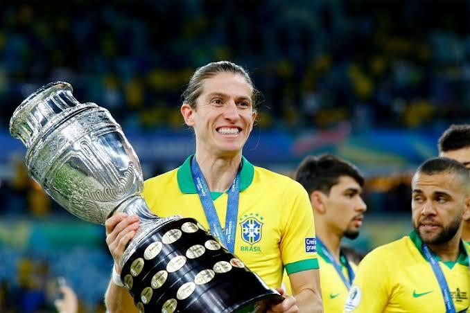 Filipe Luís assina contrato com o Flamengo até dezembro de 2021