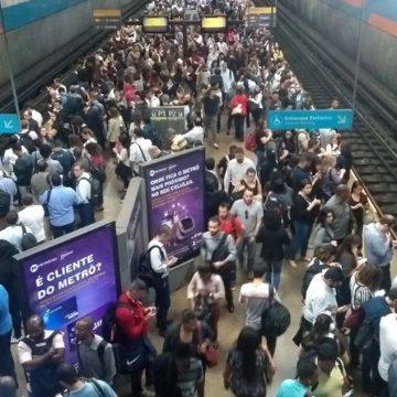 Problema técnico em trem do MetrôRio causa transtornos no início da noite desta segunda-feira