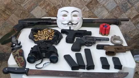 Miliciano preso no Rio escondia armas e munição em buraco na parede de casa