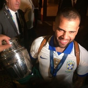 Festa do título: jogadores da Seleção comemoram em hotel de luxo em Copacabana