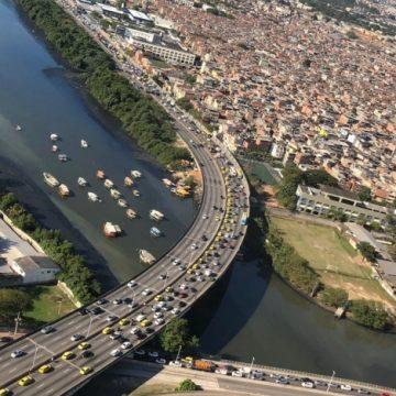 Taxistas fazem carreata em direção ao Centro do Rio