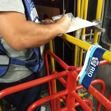 Ação da Secretaria de Transportes do Rio lacra 23 ônibus na Zona Norte