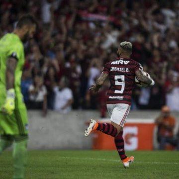Nos pênaltis, Flamengo elimina o Emelec e avança às quartas da Libertadores