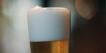 Cervejaria Ambev traz plataforma de cursos gratuitos de conhecimento cervejeiro ao Rio de Janeiro