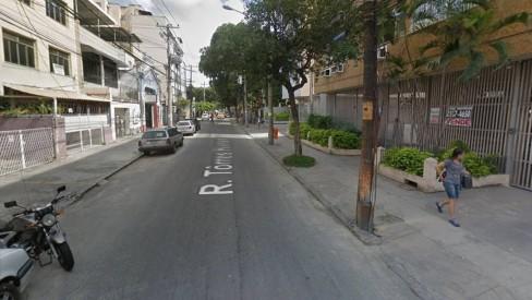 Bandidos roubam van escolar em Vila Isabel e levam até mochilas de crianças