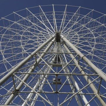 Roda-gigante da Zona Portuária ganha forma, e parque está 75% pronto