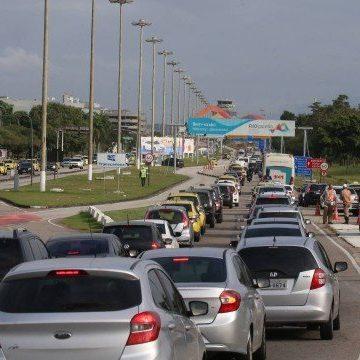 Primeiro dia último de voos do Santos Dumont para Galeão tem congestionamentos