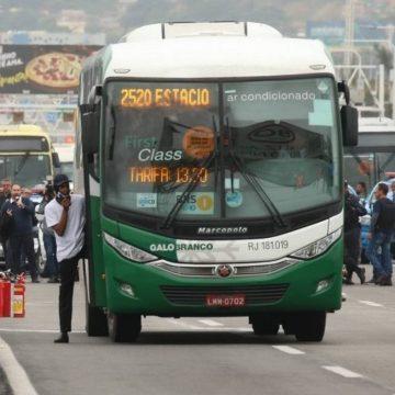 Parente de sequestrador de ônibus na Ponte Rio-Niterói pediu desculpas a reféns em encontro após ação.