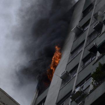 Apartamento pega fogo na Rua Humaitá, na Zona Sul do Rio