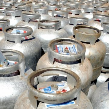 De olho na população pobre, governo do Rio avalia sistema pré-pago para o gás