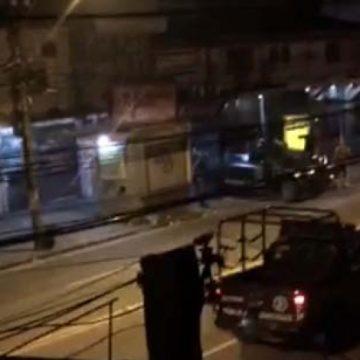 Batalhões especiais fazem operação na Cidade de Deus um dia após flagra de traficantes