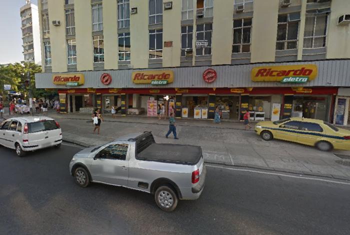 Criminosos fortemente armados assaltam loja de eletrodomésticos na Zona Norte