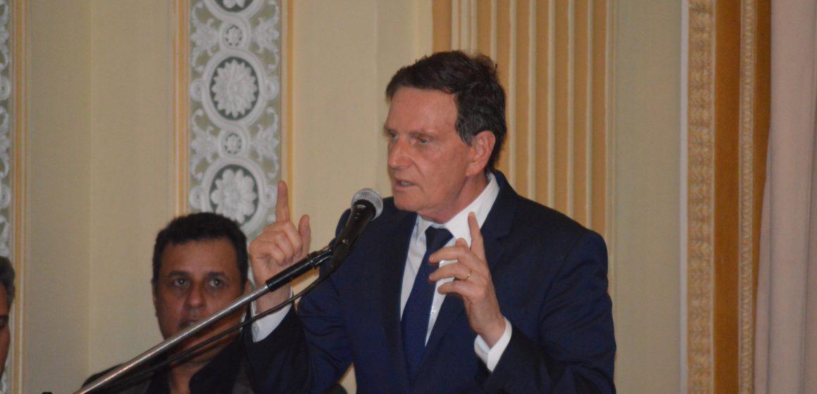 Crivella volta a defender carnaval sem verba pública durante posse do novo Secretário de Cultura do Rio Adolpho Konder