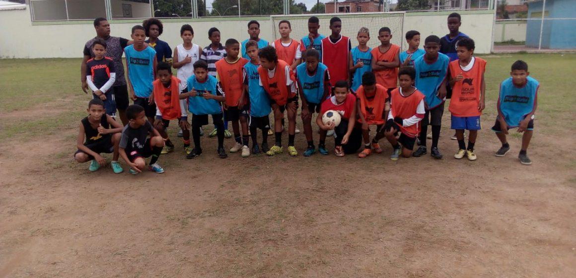 """Projeto """"Bom de Bola"""" bom na escola completou 8 anos em Cabuçu tendo a frente Marcelinho de Cabuçu e Gersinho ex- Vasco da Gama"""