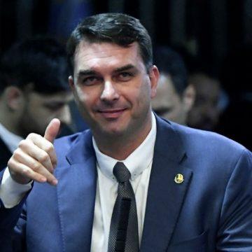MPRJ defende foro especial para Flávio Bolsonaro em investigação sobre Queiroz