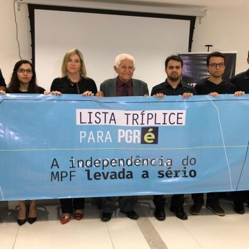 Procuradores protestam contra indicação de Augusto Aras à PGR