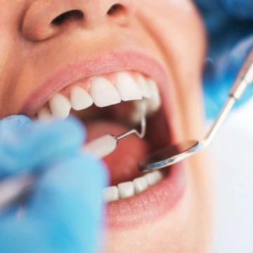 Comissão da Alerj promove ação no Centro para divulgar lei da saúde bucal