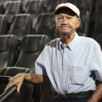 Aos 88 anos, aposentado de Goiânia vai pela primeira vez ao cinema e se encanta: 'Quero voltar'