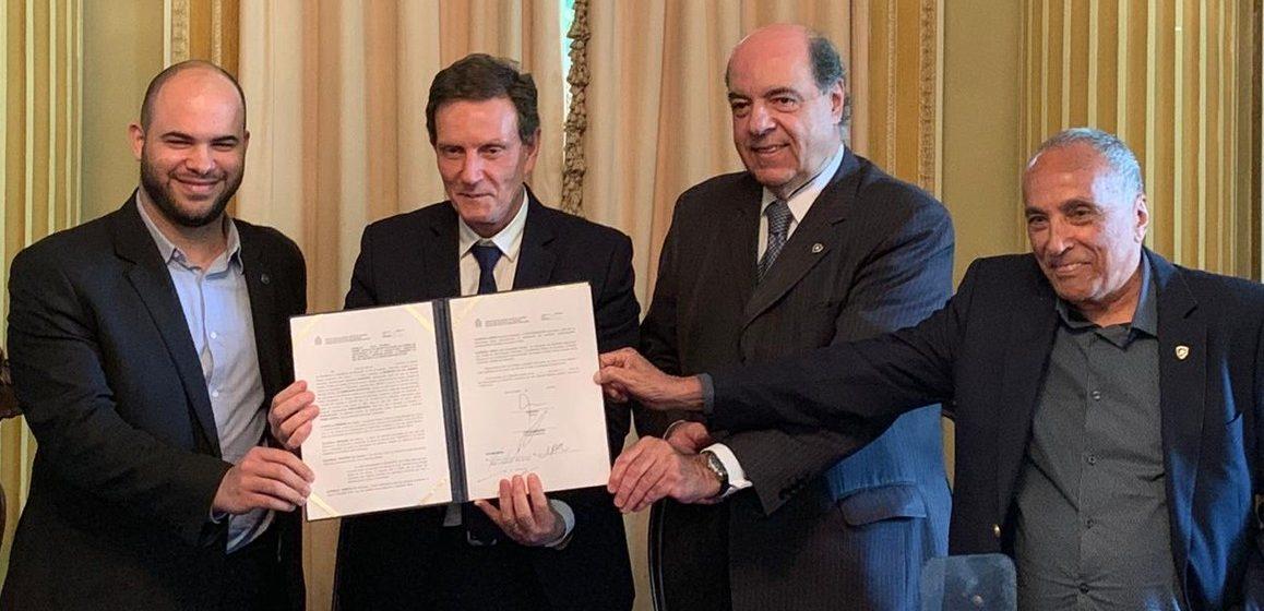 No Palácio da Cidade, Botafogo oficializa ampliação do contrato de concessão do Nilton Santos
