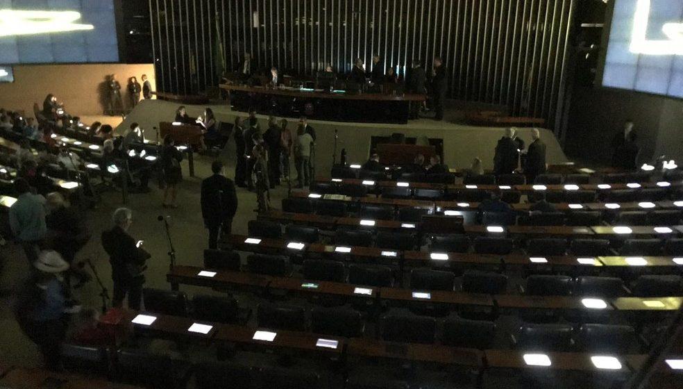 Plenário da Câmara fica sem luz em meio a audiência sobre agricultura familiar