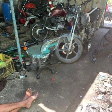 Ação da polícia contra desmanche de motos prende dois homens em Vila Kennedy