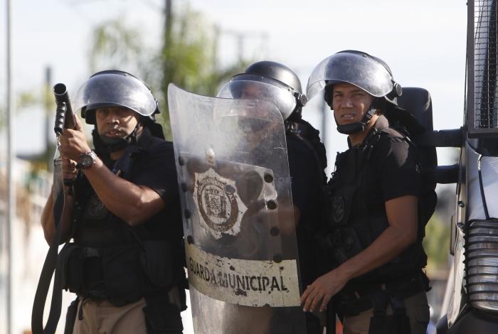 Carlos Bolsonaro é um dos coautores de projeto para armar a Guarda Municipal do Rio