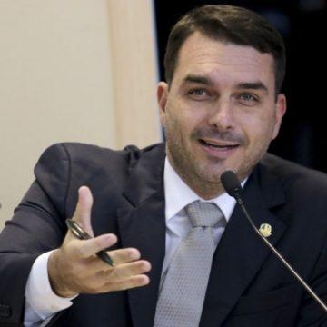 Flávio Bolsonaro desiste de pedido de anulação de provas do caso Queiroz