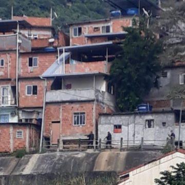 Policial do Bope é baleado em operação no Morro do Turano
