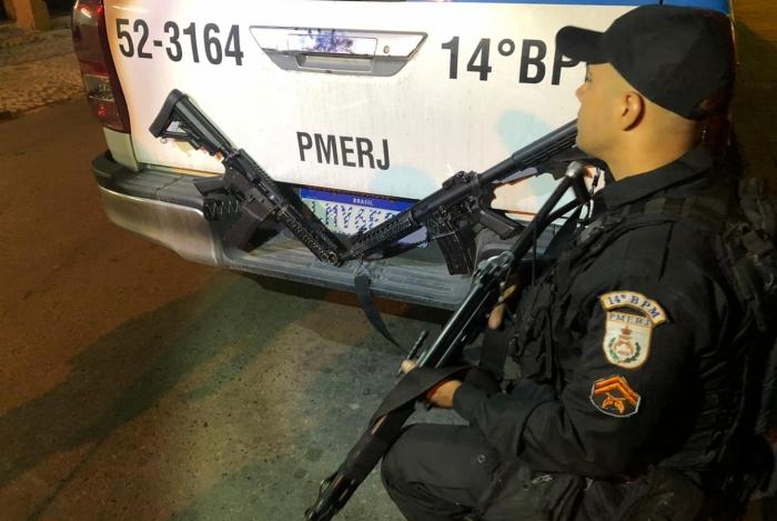 Dois suspeitos são feridos e dois fuzis apreendidos em ação da PM na Vila Kennedy