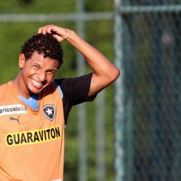 TST condena Willian Arão a pagar indenização ao Botafogo