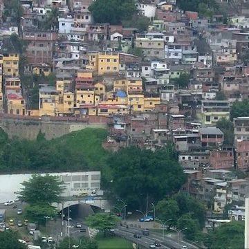 Polícia faz operação no Morro da Coroa, na região Central do Rio