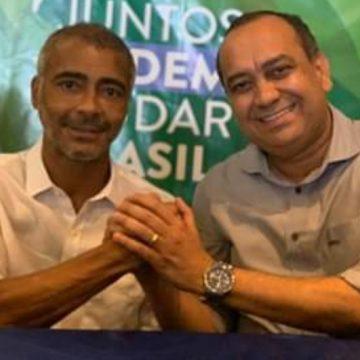 """""""Bom de Bola e Bom na Política """"; Senador Romário junto com deputado Max Lemos mostram que estão em forma."""