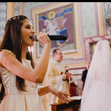 Manoella Fernandes, a menina que cantou e encantou no casamento do cantor Zé Neto.