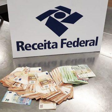 Receita apreende R$ 71 mil escondidos em mala no Galeão