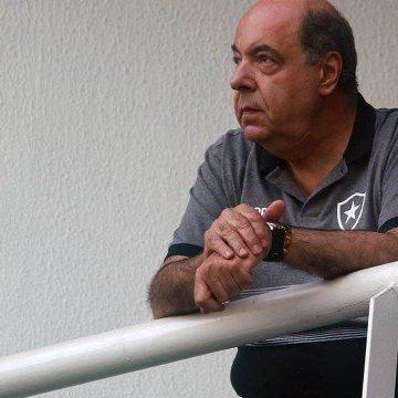 Torcedores se unem para pagar salários atrasados no Botafogo antes de jogo com o Flamengo