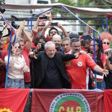 Lula faz discurso em São Bernardo do Campo e ataca Bolsonaro e a Rede Globo