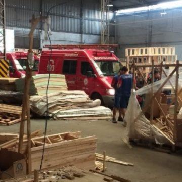 Funcionário da Ortobom de Nova Iguaçu morre esmagado por pilha de madeiras