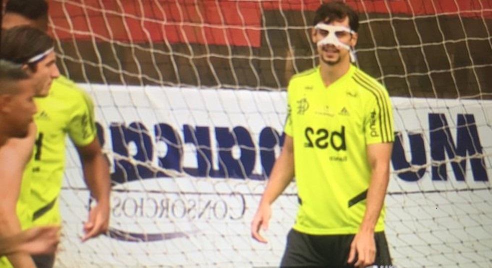 Pablo Marí viaja para a Espanha e desfalca o Flamengo contra o Palmeiras; Rodrigo Caio fratura o nariz
