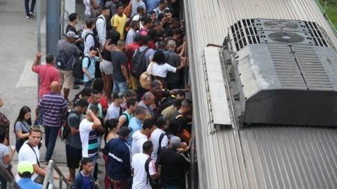 Supervia: 17 dos 40 trens voltam a circular no próximo domingo, diz governo