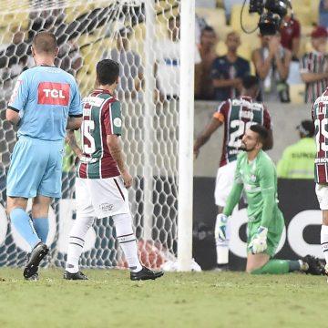 Sete gols sofridos nos minutos finais custaram cinco pontos a Fluminense no Brasileirão