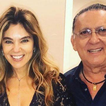 """Mulher de Galvão Bueno se pronuncia sobre cirurgia de emergência: """"Só um susto"""""""