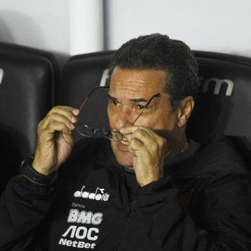 Vasco tem 17 jogadores em fim de contrato e aguarda Luxemburgo e reta final para definições