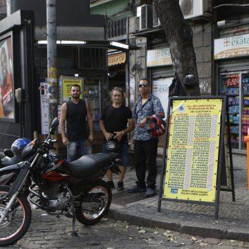 Mototaxista vira profissão legalizada no Rio