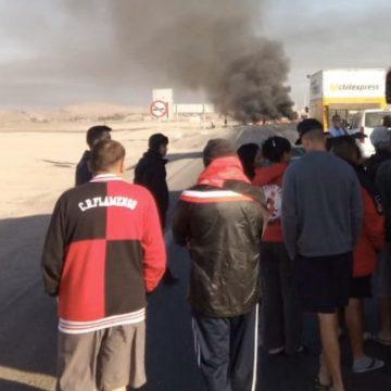 Ônibus com torcedores do Flamengo são bloqueados por manifestantes no Chile