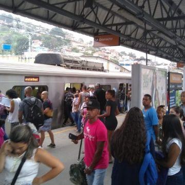 Tiroteio em Manguinhos assusta moradores e interrompe circulação de trens