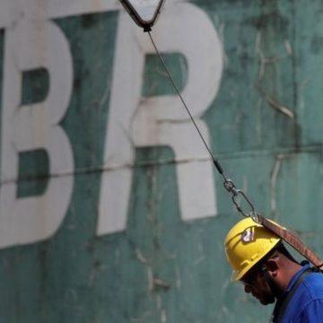 Petrobras eleva em 4% preço da gasolina nas refinarias