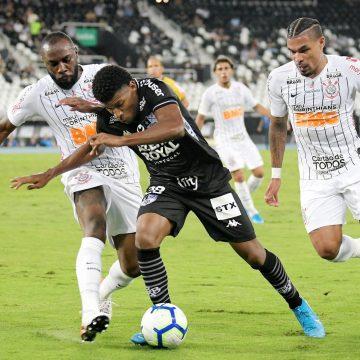 Em ascensão no Botafogo, Rhuan ganha espaço e fala em pressa para afastar chances de queda