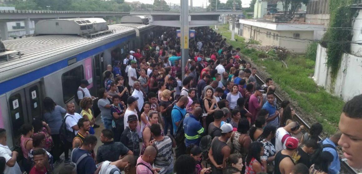 SuperVia retira 40 trens de circulação e afeta cerca de 420 mil passageiros